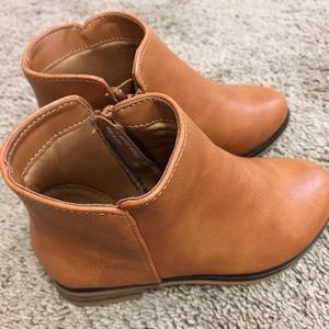 Toddler girl boots size 9 cat and jack NWOT